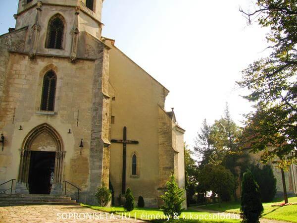 Szent Mihály templom a poncichter negyedben.