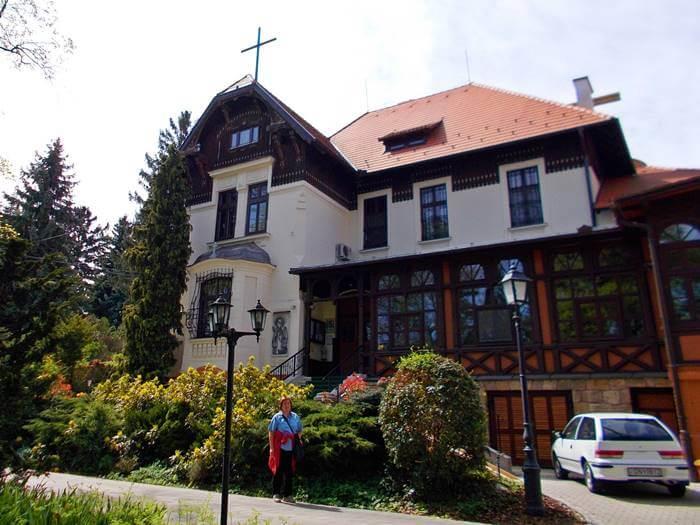 Szent Margit Plébánia és Töpler villa a soproni Lővérekben